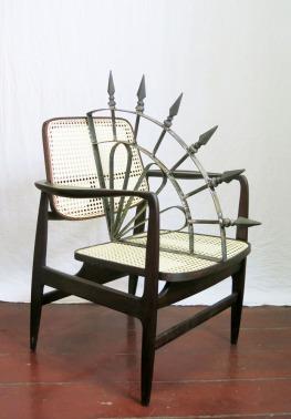 Daniel Murgel, Ofendículo Leque para cadeira Oscar, do Sergio Rodrigues. Madeira, palha e ferro, 100 x 70 x 60 cm, 2015